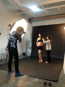Femme enceinte, studio photo