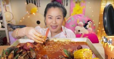 Hyunee Eats Mukbang