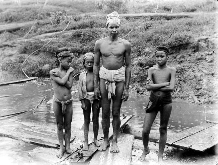 Peuple Dayak Kalimantan Bornéo