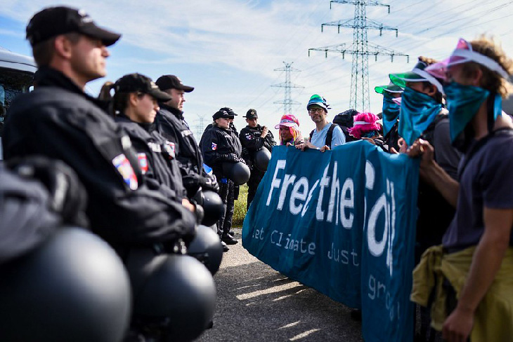 marche militants free the soil